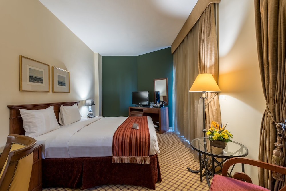 https://i.travelapi.com/hotels/46000000/45020000/45017300/45017212/bbd467ed_z.jpg