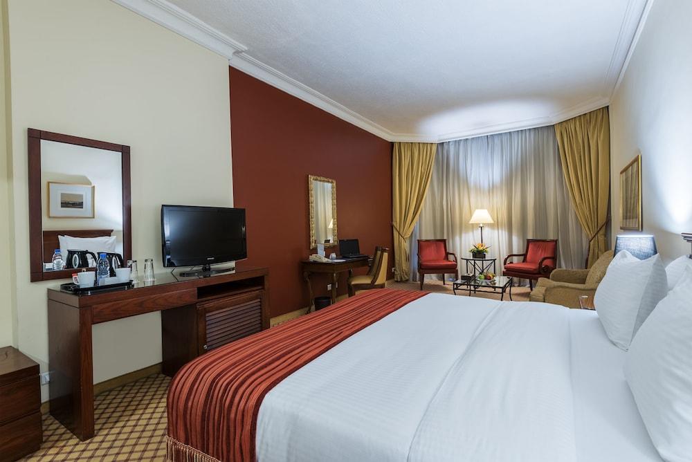 https://i.travelapi.com/hotels/46000000/45020000/45017300/45017212/d78d1fe6_z.jpg