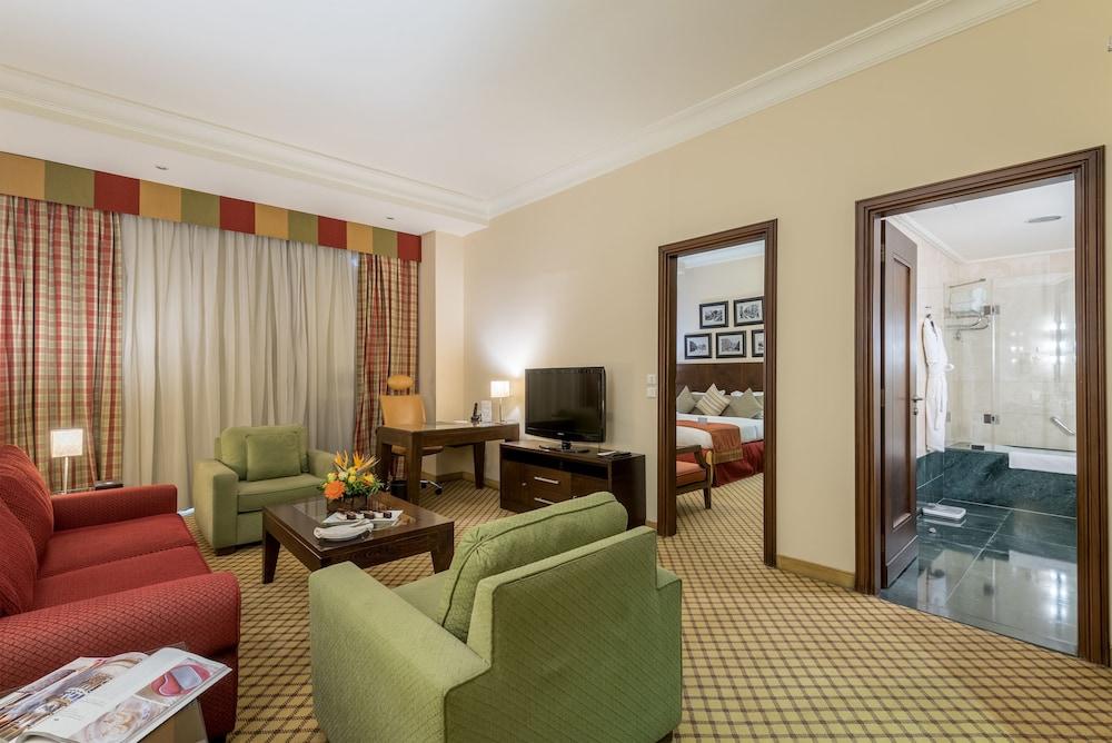 https://i.travelapi.com/hotels/46000000/45020000/45017300/45017212/db2ded00_z.jpg