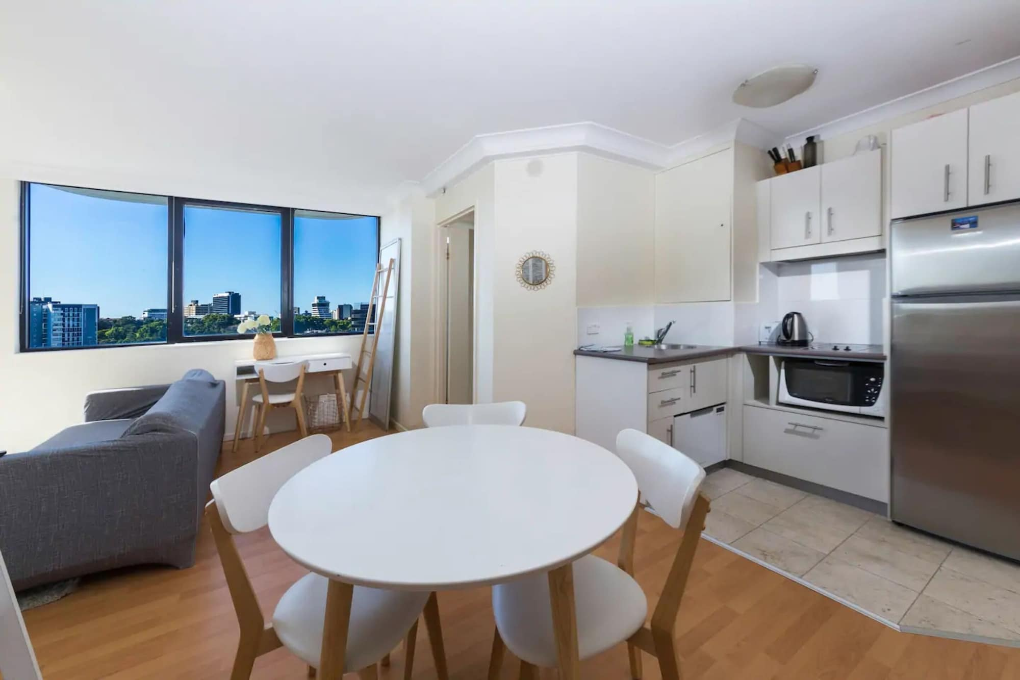 1 Bedroom Apartment In CBD Views, City - Inner