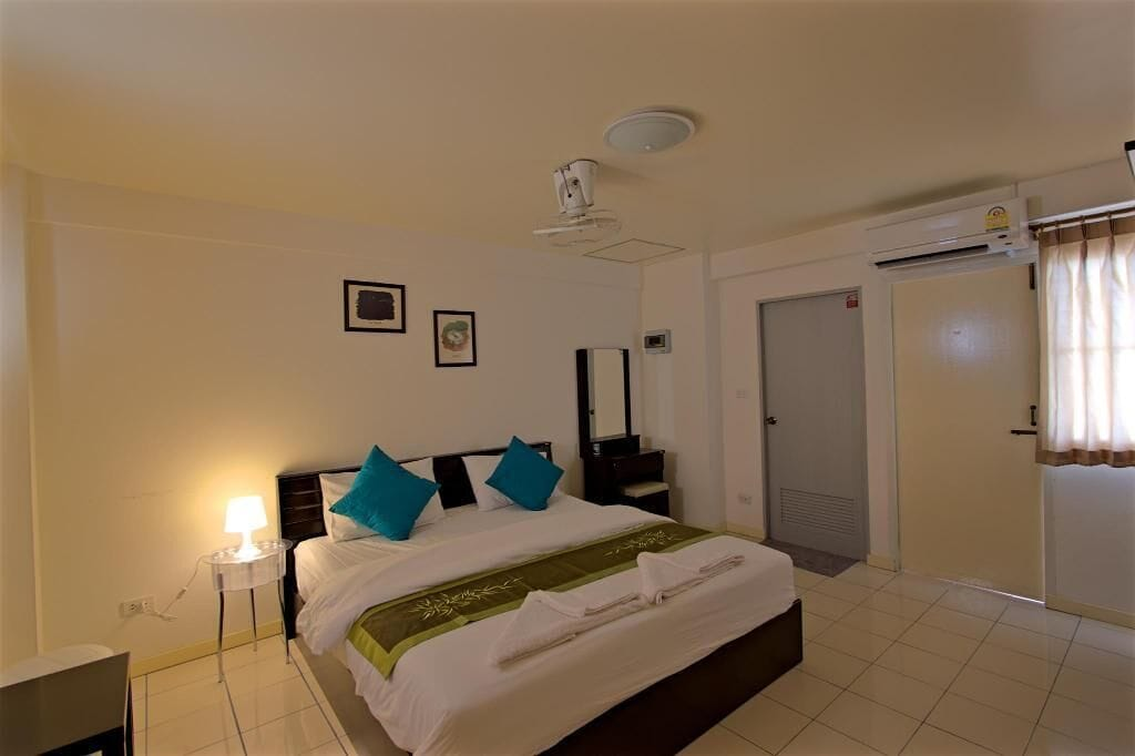 OYO Srirat Residence, Bang Rak