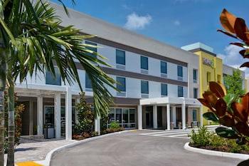 佛羅里達那不勒斯 I-75 派恩里奇路惠庭套房飯店 Home2 Suites Naples I-75 Pine Ridge Road, FL
