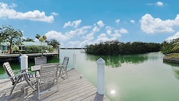 Sun-soaked Canal-front W/ Private Dock & Pool 3 Bedroom Home