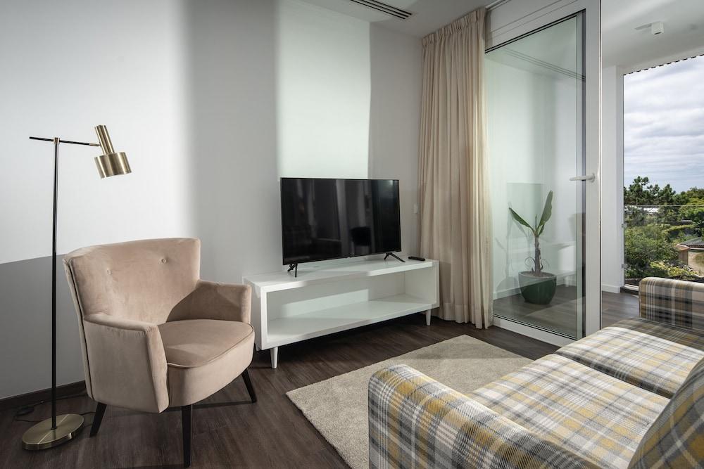 https://i.travelapi.com/hotels/46000000/45640000/45631100/45631041/cae444ca_z.jpg