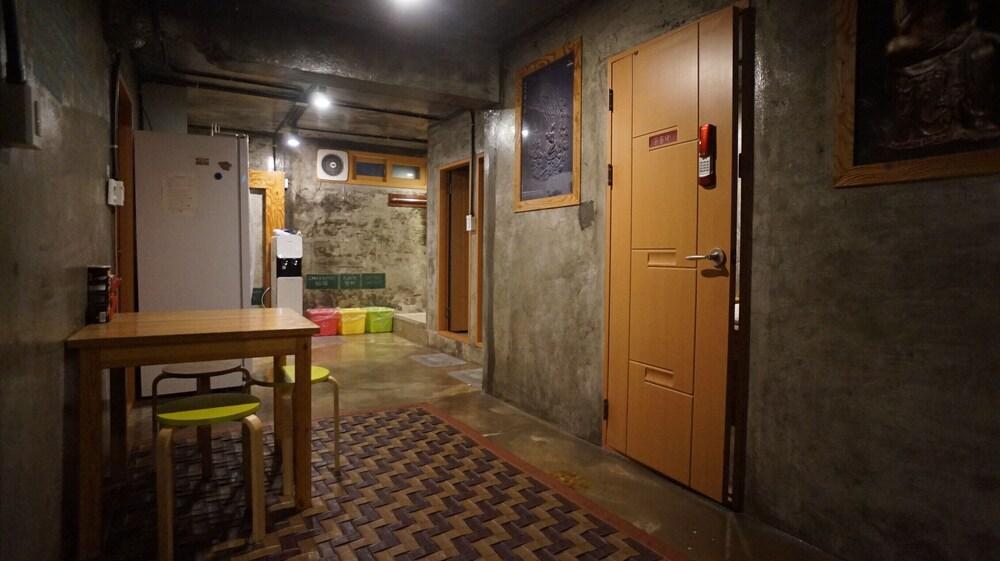ゲストハウス H _ ホステル