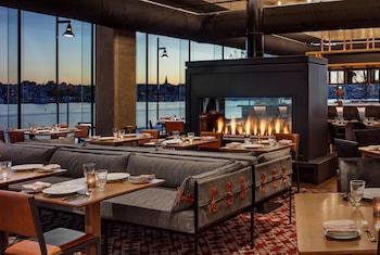 希爾頓巴爾的摩港點卡諾皮飯店 Canopy by Hilton Baltimore Harbor Point