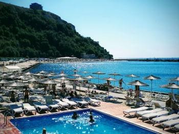 Stunning Beach Apart Sleeps 5 Pool And Sea Views