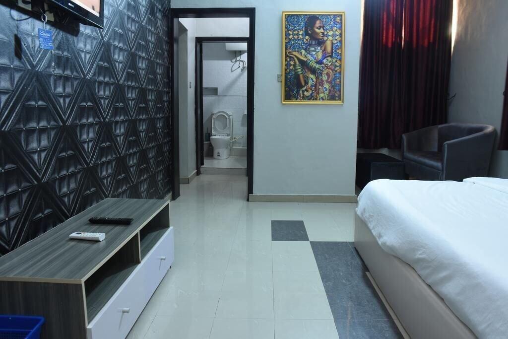 Elim Top Suites, Jos North