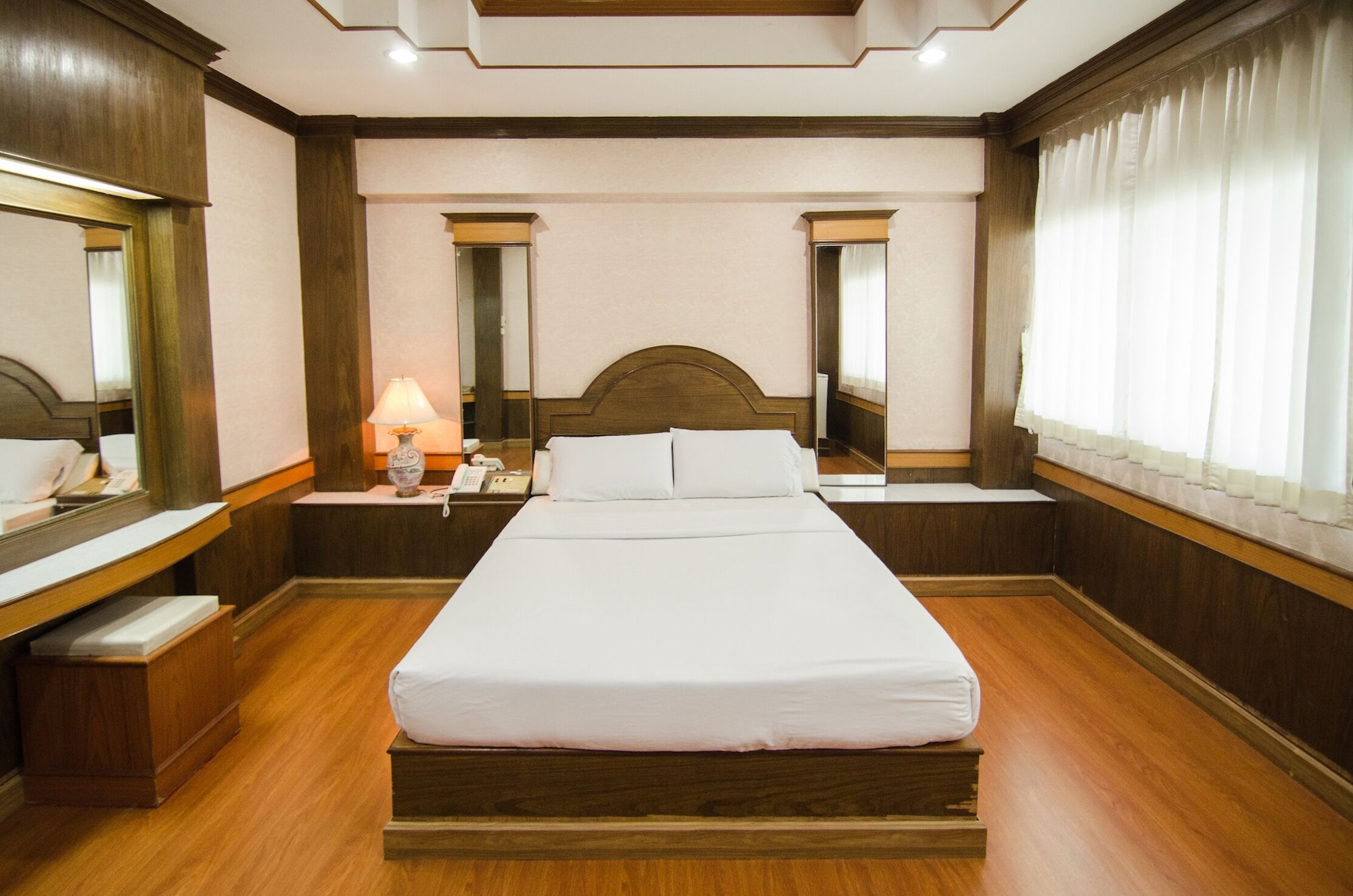 Boss Hotel, Muang Pathum Thani