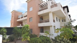Comfortable Apartment on the Golf Course, Near the Beach and Activitie