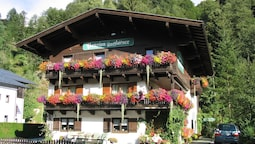 Charming Apartment in Saalbach-hinterglemm With Parking