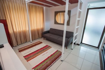 https://i.travelapi.com/hotels/48000000/47050000/47041400/47041331/84743f2a_b.jpg