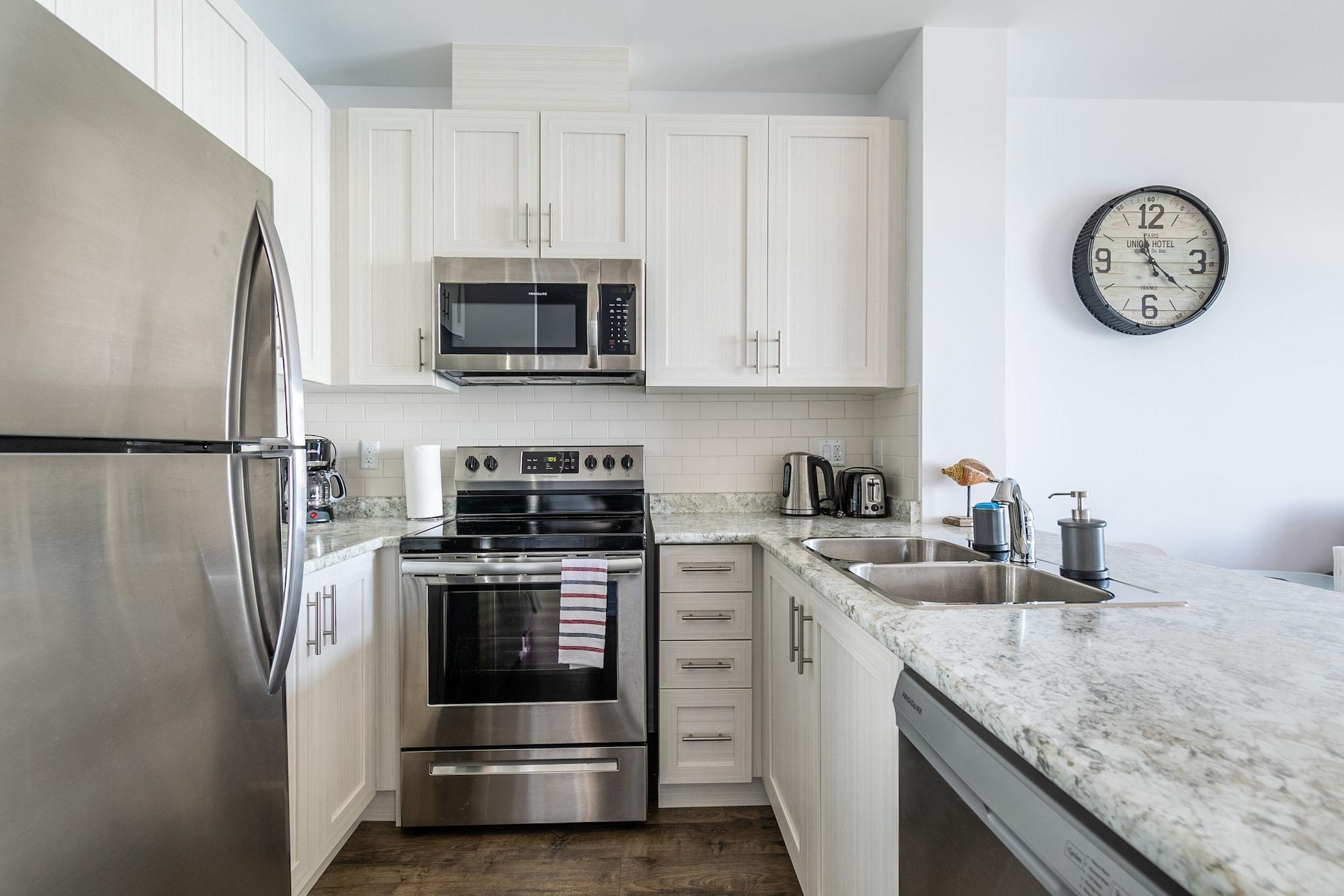 Simply Comfort Modern Hamilton Apartment, Hamilton