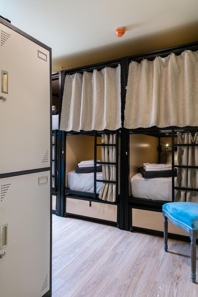 https://i.travelapi.com/hotels/49000000/48190000/48188400/48188332/e8b24393_z.jpg
