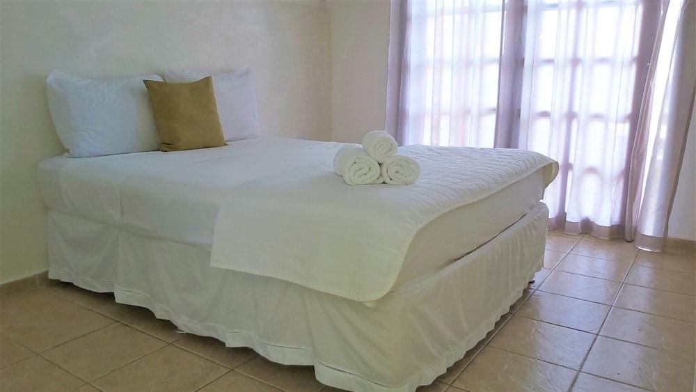 https://i.travelapi.com/hotels/49000000/48260000/48256400/48256393/acfc4460_z.jpg