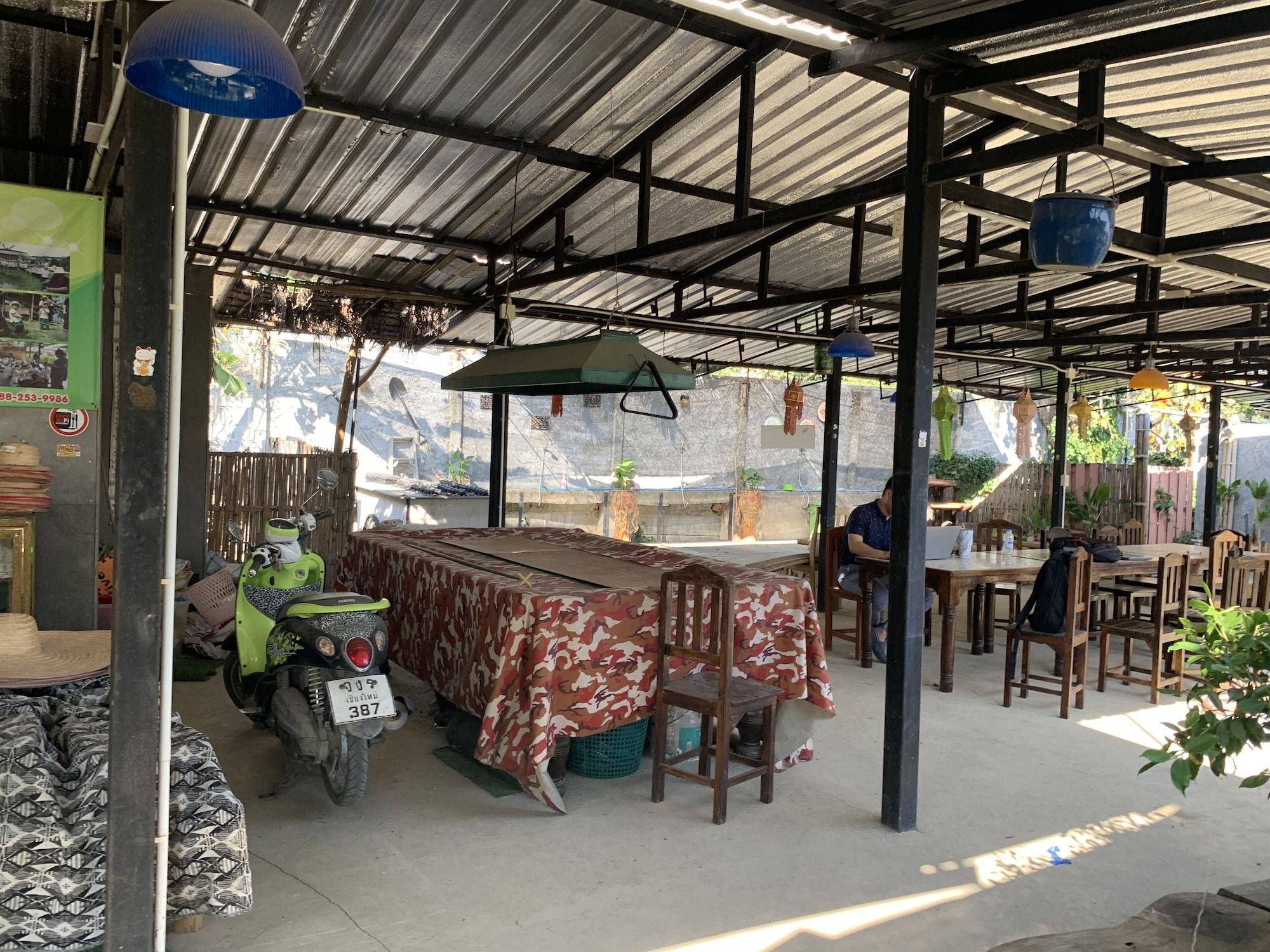 OYO 764 Lets go Hotel, Muang Rayong