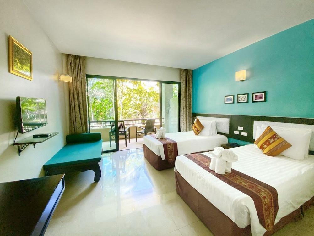 https://i.travelapi.com/hotels/49000000/48460000/48452300/48452226/52f6e452_z.jpg