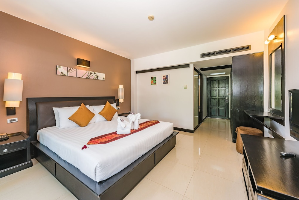 https://i.travelapi.com/hotels/49000000/48460000/48452300/48452226/b444172f_z.jpg
