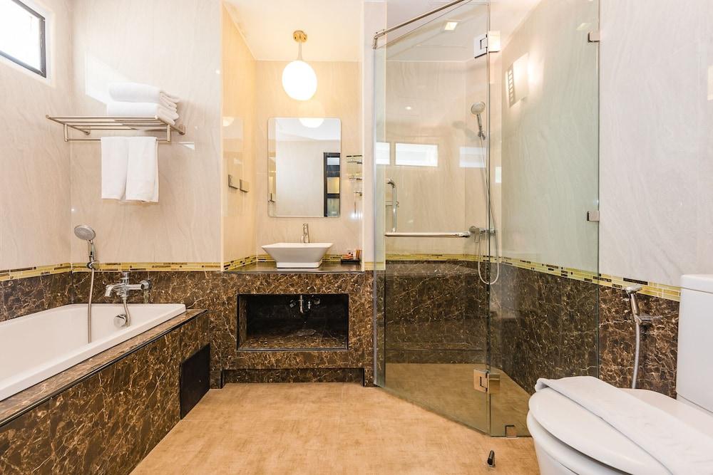 https://i.travelapi.com/hotels/49000000/48460000/48452300/48452226/bbd7c23b_z.jpg