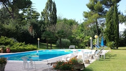 Pesaro - House in the Park to 4 km From the Sea. Peace and Absorbed Re