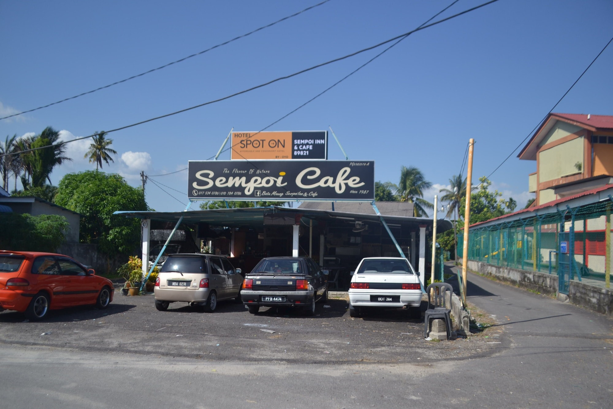 SPOT ON 89821 Batu Maung Sempoi Inn Cafe, Barat Daya