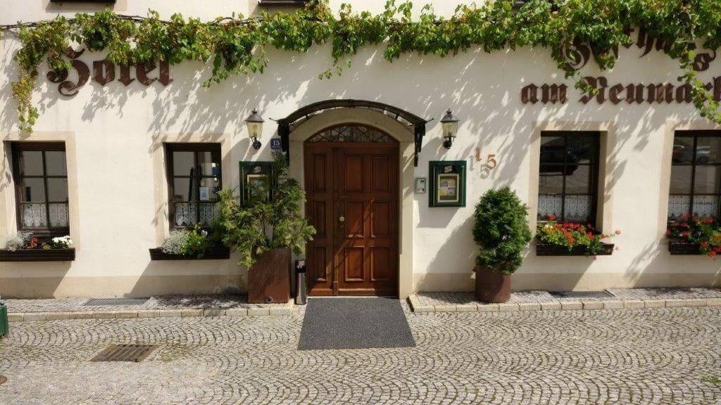 Hotel am Neumarkt, Burgenlandkreis