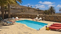 Villa - 3 Bedrooms with Pool - 103089
