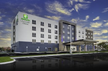 Holiday Inn Express & Suites Fort Myers Airport, an IHG Hotel Holiday Inn Express & Suites Fort Myers Airport, an IHG Hotel