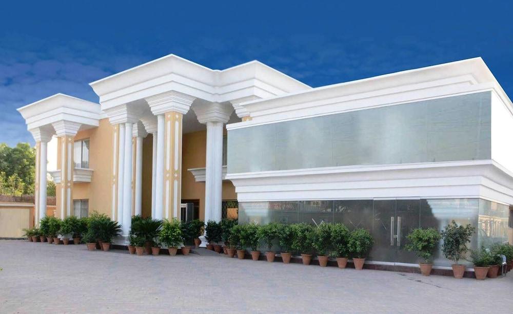 호텔 원 물탄