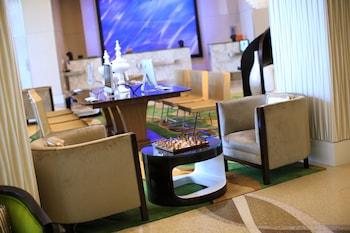 Lobby Sitting Area at Renaissance Arlington Capital View Hotel in Arlington