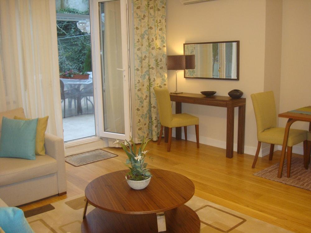 체야 테스비키예(Cheya Tesvikiye) Hotel Image 25 - Living Area