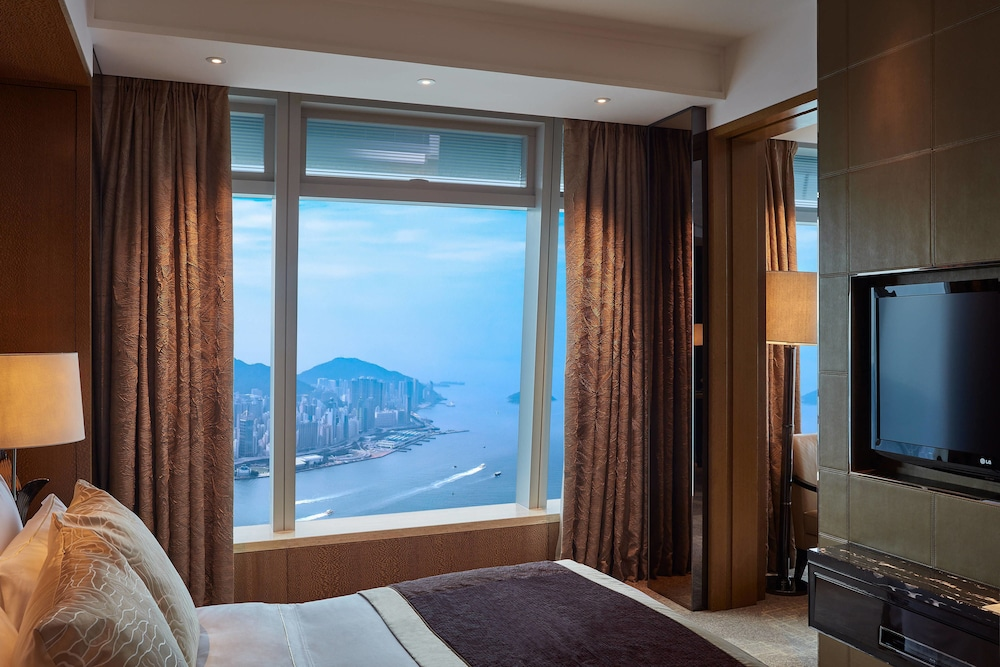 https://i.travelapi.com/hotels/5000000/4020000/4011600/4011564/0572e5a2_z.jpg