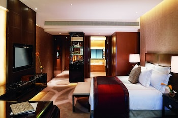 Deluxe Room, 1 King Bed, City View (Skyline View)