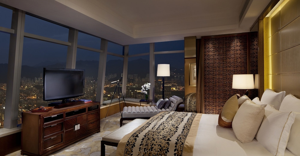 https://i.travelapi.com/hotels/5000000/4020000/4011600/4011564/27237a20_z.jpg