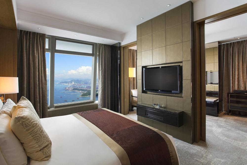 https://i.travelapi.com/hotels/5000000/4020000/4011600/4011564/41b2312b_z.jpg