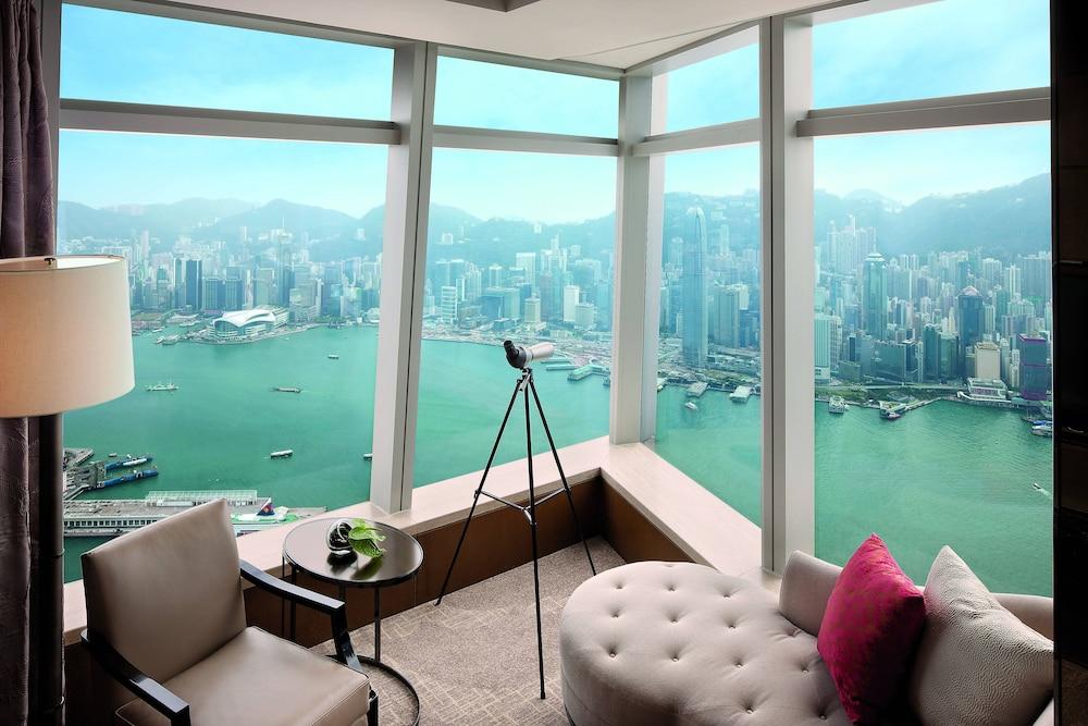 https://i.travelapi.com/hotels/5000000/4020000/4011600/4011564/45083983_z.jpg