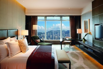Deluxe Room, 1 King Bed, Executive Level (Victoria Harbour)