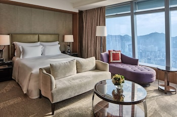 Grand Room, 1 King Bed (Victoria Harbour, Club Level)