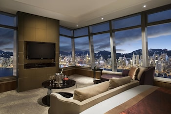 Grand Room, 1 King Bed (Victoria Harbour)
