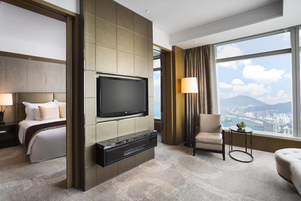 https://i.travelapi.com/hotels/5000000/4020000/4011600/4011564/bea1fb19_z.jpg