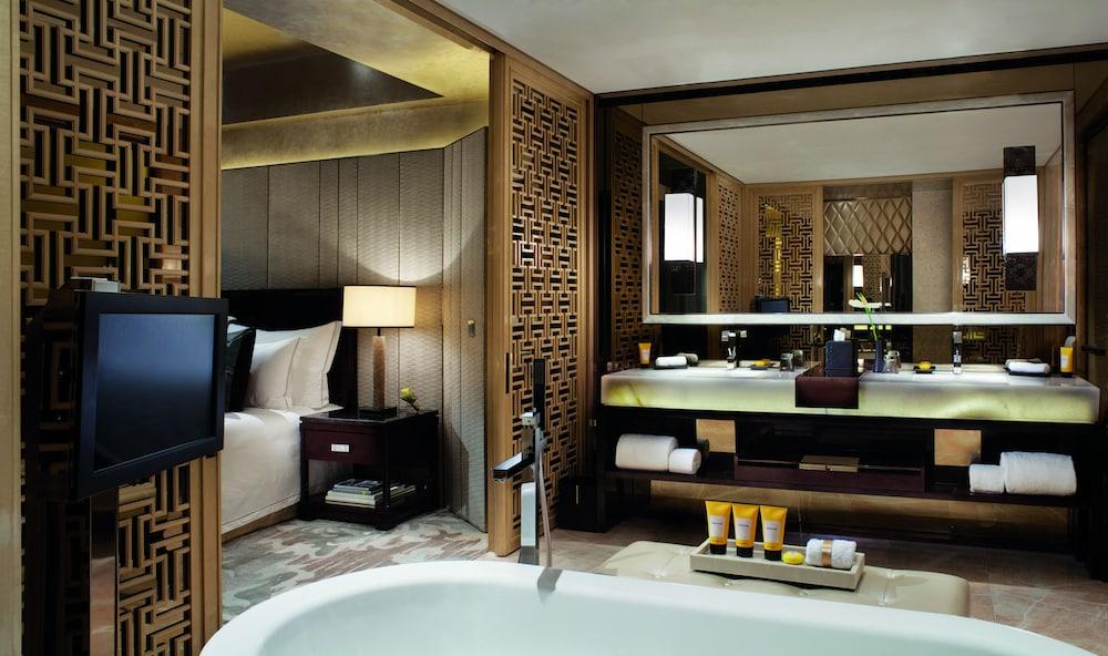 https://i.travelapi.com/hotels/5000000/4020000/4011600/4011564/d2e2af1e_z.jpg