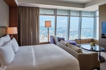 Grand Room, 1 King Bed, Non Smoking (Club Level)