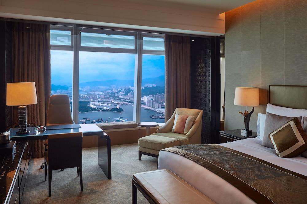 https://i.travelapi.com/hotels/5000000/4020000/4011600/4011564/f9657272_z.jpg