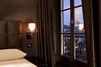 Deluxe Twin Room with Eiffel view