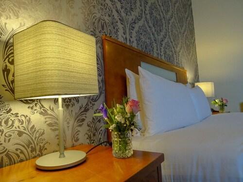 Raheen Woods Hotel,