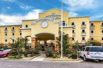 Evangeline Downs Hotel, Ascend Collection