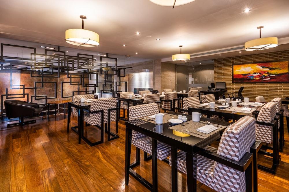 힐튼 보고타(Hilton Bogota) Hotel Image 47 - Dining