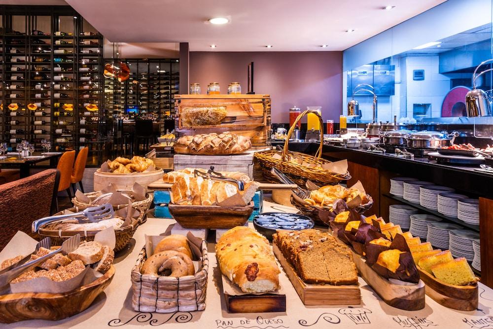 힐튼 보고타(Hilton Bogota) Hotel Image 109 - Breakfast Area