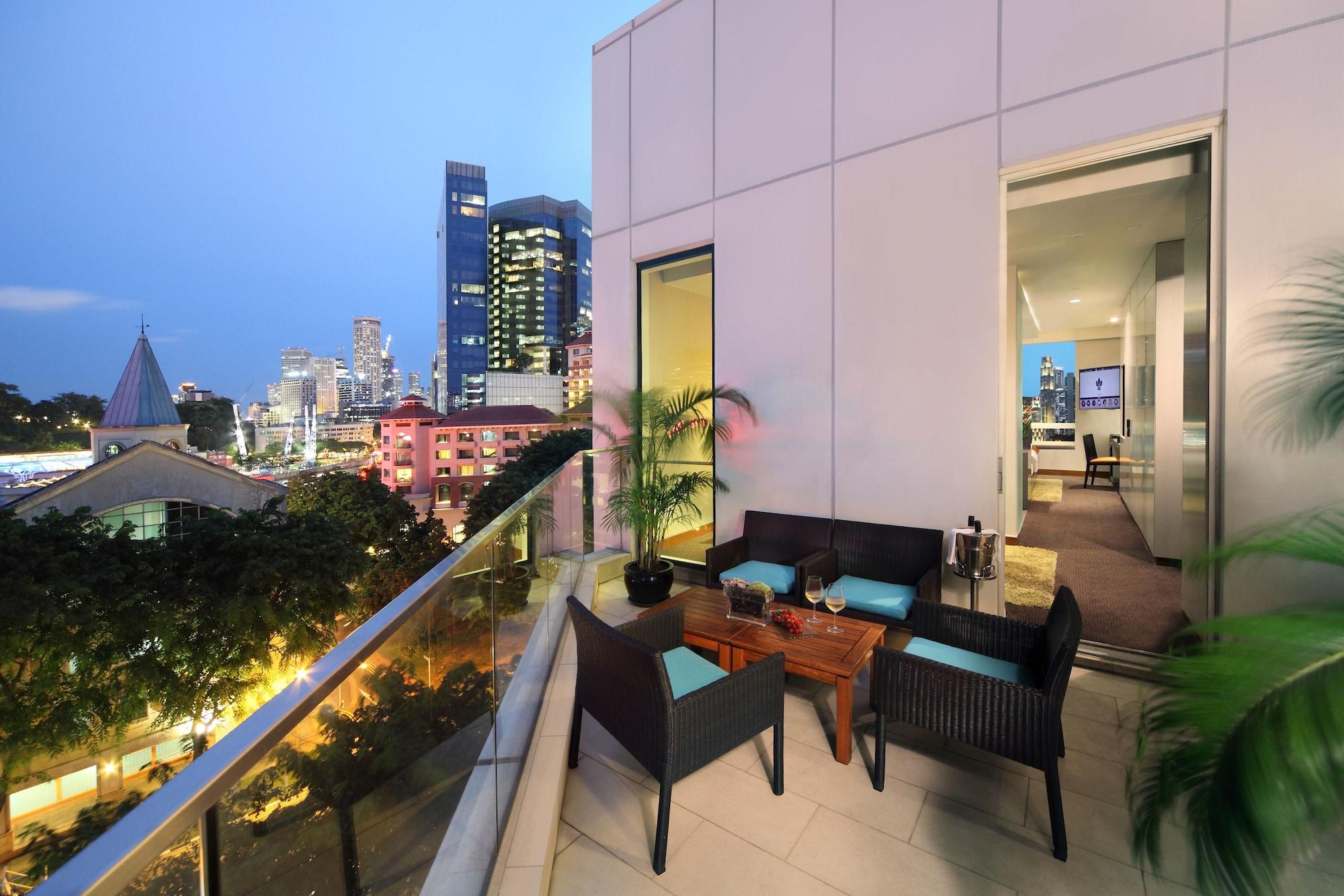 Park Regis Singapore, Singapore River
