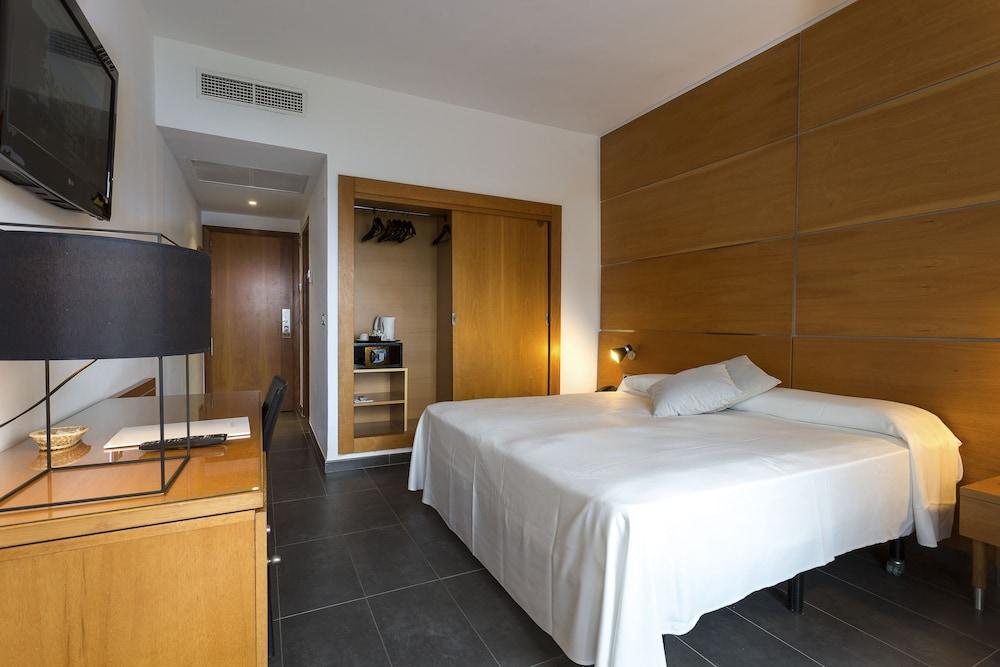 https://i.travelapi.com/hotels/5000000/4030000/4021500/4021404/646bb096_z.jpg